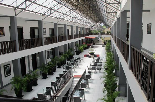 Вид из отеля на атриум