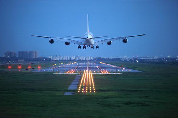 самолет над землей