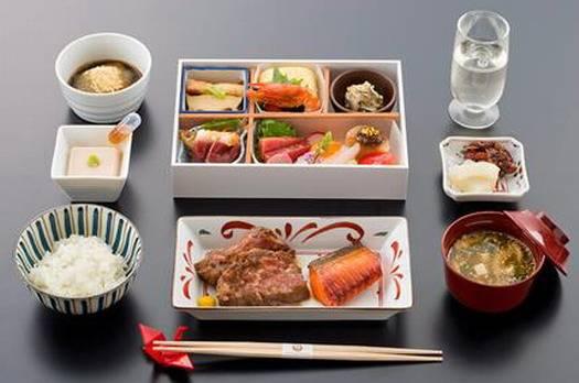обед на японских авиалиниях