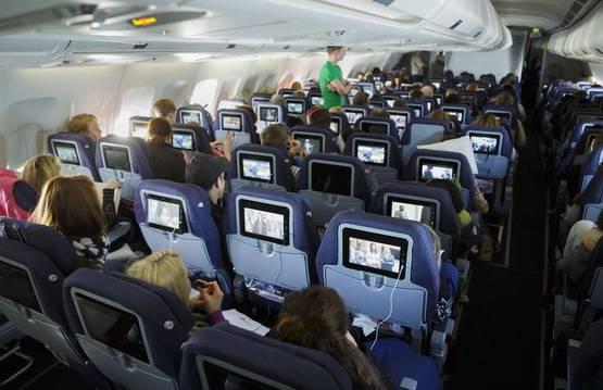 Как легче перенести перелет в самолете